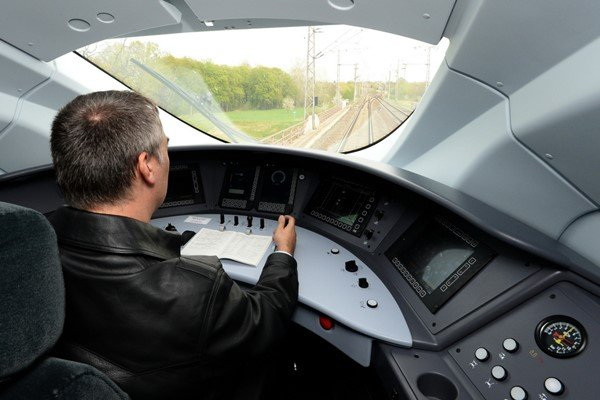 Bạn có muốn thử sức trong nghề lái tàu?