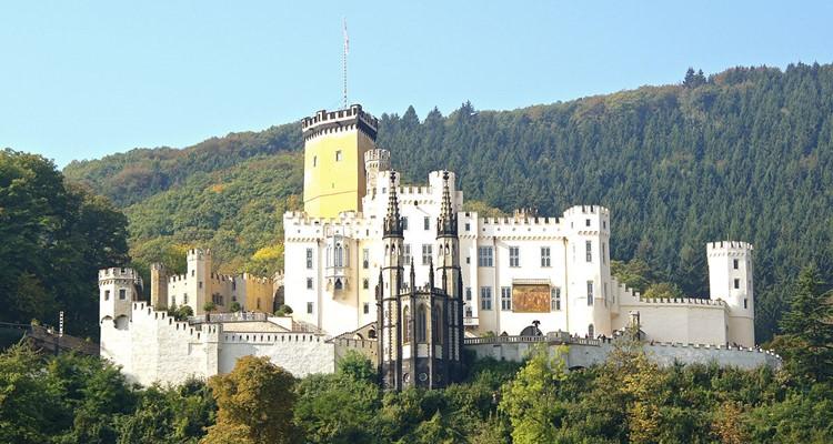 Lâu đài Schloss Stolzenfels- được xây từ thế kỉ 13 và trùng tu vào thế kỉ thứ 19