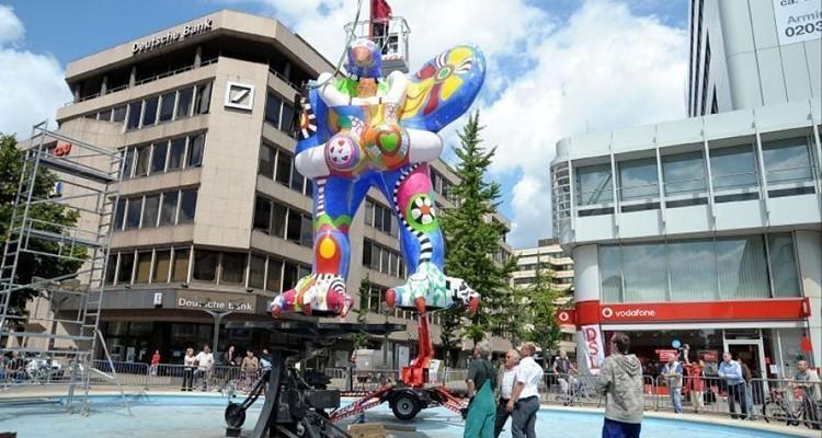 """Biểu tượng của thành phố là đài phun nước """"Lebensretter"""""""